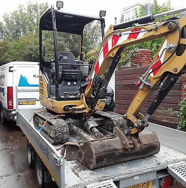 Verhuur van machines met bemanning, gereedschappen en containers. - Kamperman Grondwerk Groningen Scheemda
