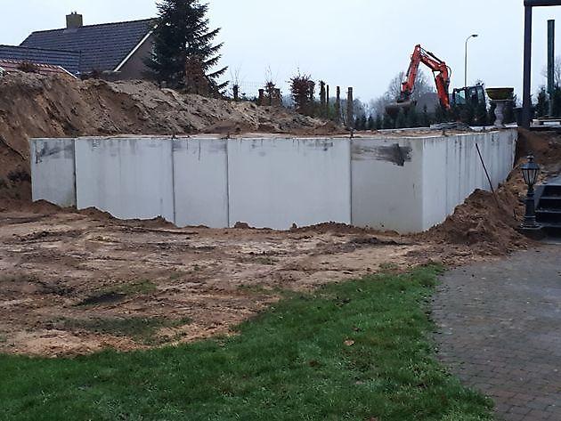 Keerwanden aanleg voor een zwembad - Kamperman Grondwerk Groningen Scheemda