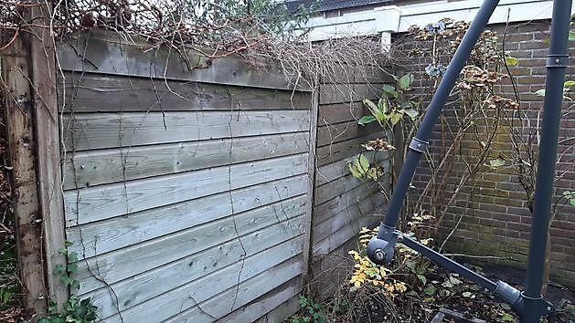 hout/beton schutting - Kamperman Grondwerk Groningen Scheemda